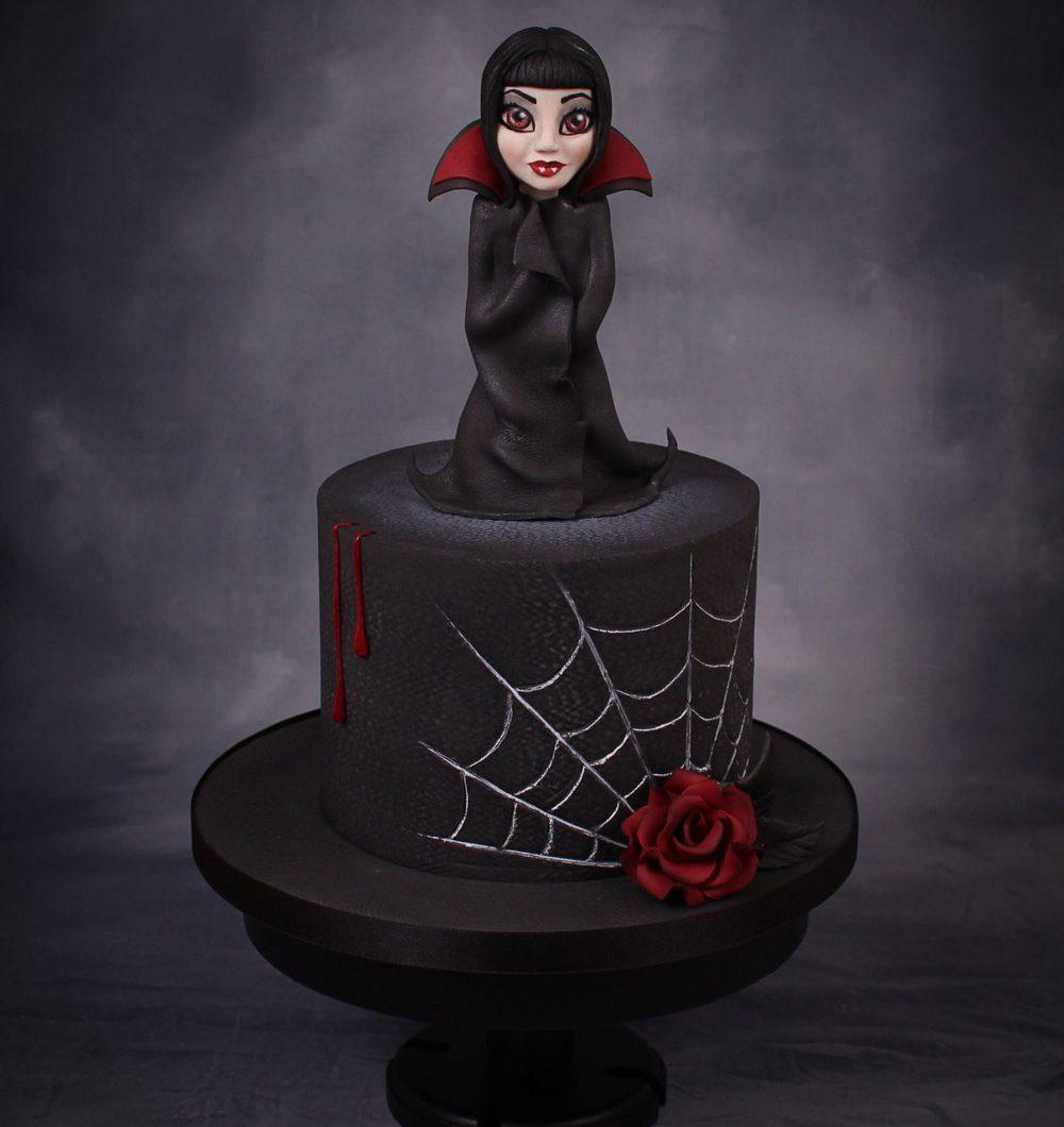 Musta Gothic fantasiakakku vampyyriteemalla.